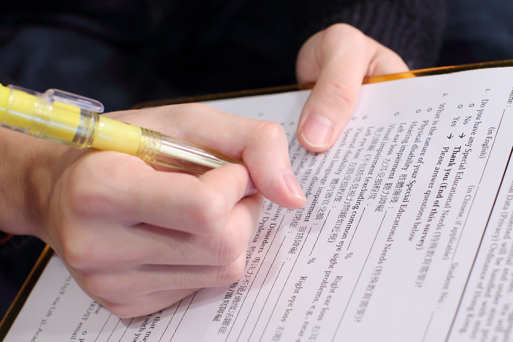 A student filling out the SEN declaration form